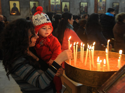 Syrian Christians pray for peace on Christmas Eve (PHOTOS)