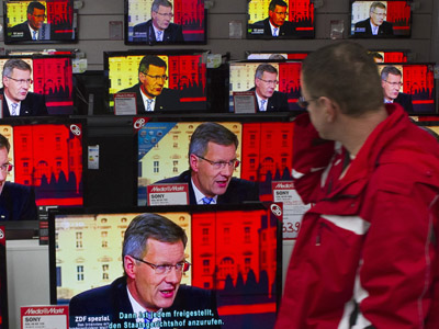 In America, TV watches you: CIA to spy on people through household items. (Reuters / Thomas Peter)