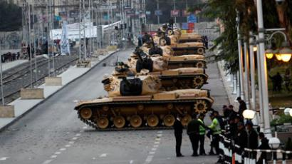 Tanks are positioned in front of the presidential palace in Cairo December 15, 2012.(Reuters / Khaled Abdullah Ali Al Mahdi)