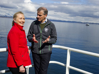 Clinton in Arctic: Promenade with profit in mind