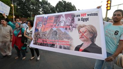 Egyptian demonstrators protest against the visit of US Secretary of State Hillary Clinton (AFP Photo / Khaled Desouki)