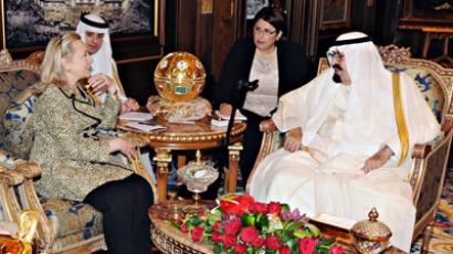Saudi King Abdullah (R) meets with U.S. Secretary of State Hillary Clinton in Riyadh March 30, 2012. (Reuters / Saudi Press)