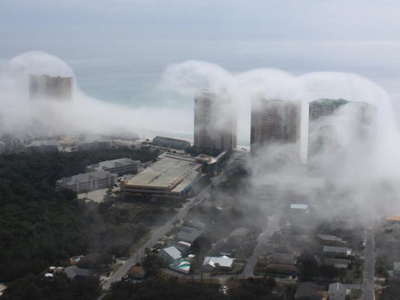 Surf not to be mist: 'Cloud tsunami' envelops Florida city (PHOTOS)