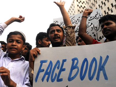 Pakistani Islamists shout slogans during a protest in Karachi against the published caricatures of Prophet Mohammed on Facebook (AFP Photo/Asif Hassan)