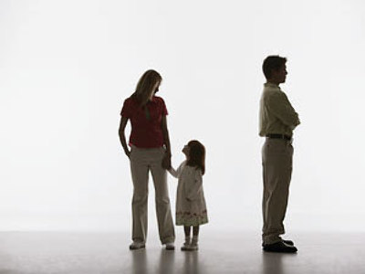 Crisis strikes families: marriages and divorces for money