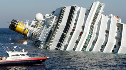 A cruise ship that ran aground is seen off the west coast of Italy at Giglio island January 14, 2012 (Reuters / Remo Casilli)
