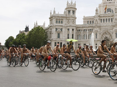 Cyclists ride in naked protest against traffic danger (PHOTOS)