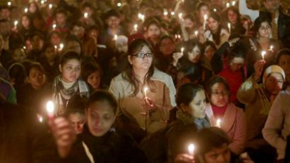 Demonstrators hold candles during a candlelight vigil for a gang rape victim who was assaulted in New Delhi December 29, 2012. (Reuters/Danish Siddiqui)