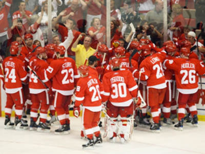The Detroit Red Wings celebrate with their fans along the boards after Darren Helm scored the game-winnning goal in overtime for a 2-1 win against the Chicago Blackhawks during Game Five of the Western Conference Championship Round of the 2009 Stanley Cup Playoffs on May 27, 2009 at Joe Louis Arena in Detroit, Michigan (AFP Photo / Claus Andersen / Getty Images)