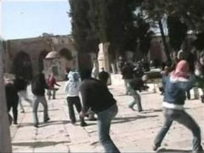 Dozens injured in clashes over Jerusalem mosque renovation