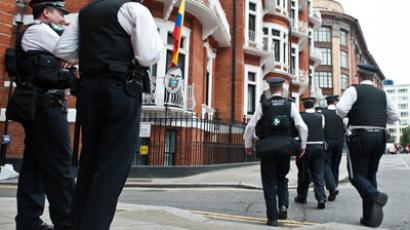 The Metropolitan Police stand outside the Ecuadorian Embassy in London on August 17, 2012 after WikiLeaks founder Julian Assange was granted asylum yesterday by the Ecuadorian Government. (AFP Photo / Will Oliver)