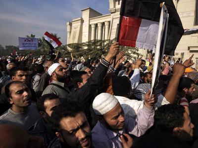 Hundreds of supporters of Egypt's president Mohammed Morsi protest outside a top Egyptian court on December 2, 2012 in Cairo. (AFP Photo / Gianluigi Guercia)