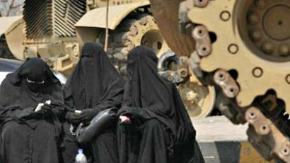 Egypt, Cairo : Veiled Egyptian women wait for the release of Egyptians Abbud al-Zomor and his cousin Tareq, members of Egypt's Islamic Jihad, from Tura jail, in Hilwan on the outskirts of Cairo, on March 12, 2011( AFP Photo / Mahmud Hams)