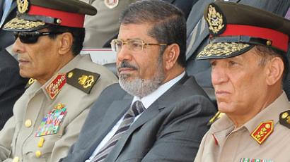 Mohammed Hussein Tantawi (L), Egyptian President Mohamed Morsi (C), Sami Anan (R) (AFP Photo / Egyptian Presidency)