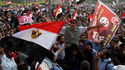 Thosuands of Egyptian supporters of the Mulsim Brotherhood presidential candiade Mohammed Mursi gather in Cairo's Tahrir Square on June 19, 2012 (AFP Photo / Marwan Naamani)