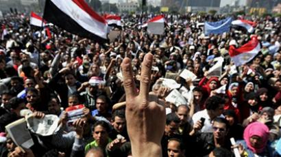 Traces of Mubarak's regime force Egyptians back to streets