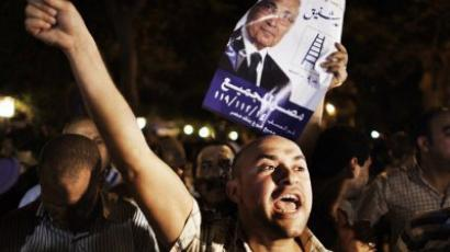 Supporters express their anger outside the ransacked headquarters of presidential candidate Ahmad Shafiq in Cairo May 28, 2012 (AFP Photo/Marco Longari)