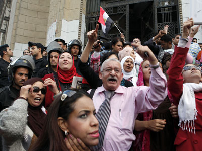 Anti-Mursi protesters chant slogans in front of the Supreme Judicial Council building in Cairo November 24, 2012. (Reuters/Asmaa Waguih)