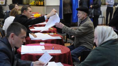 Khimki residents cast ballots at a polling station during mayoral election.(RIA Novosti / Alexey Filippov)