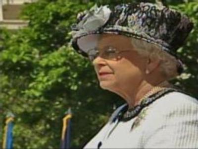 Elizabeth II visits NASA centre