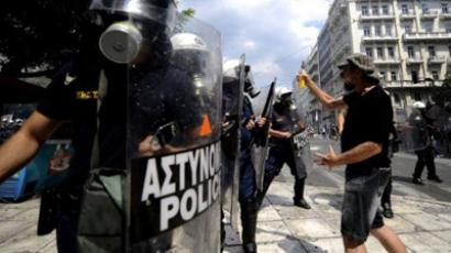 Riot policemen and protesters clashing on June 28, 2011 in Athens (AFP Photo / Filippo Monteforte)