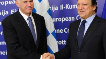 Brussels: European Commission President Jose Manuel Barroso (R) shakes hands with Greek Prime minister George Papandreou (L) prior tho their bilateral meeting on October 22, 2011 at the EU headquarters in Brussels. (AFP Photo / John Thys)
