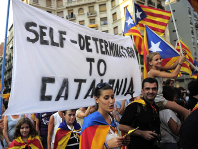 Supporters of independence for Catalonia demonstrate in Barcelona. (AFP Photo / Josep Lago)