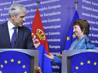 Boris Tadic (L) and Catherine Ashton (AFP Photo / Georges Gobet)
