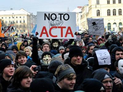 EU suspends ACTA ratification, refers treaty to court