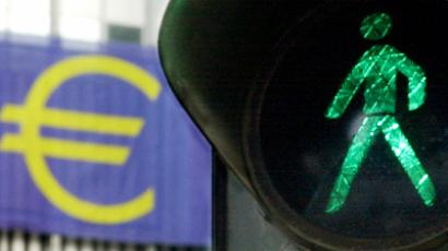 A green light next to a euro sign in Frankfurt Main, Germany (AFP Photo / Getty Images)