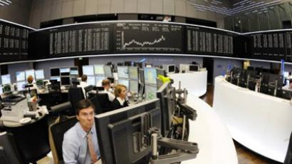 Traders work at the stock exchange in Frankfurt/M., western Germany (AFP Photo)