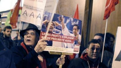 People demonstrate with placards in front of the headquarters of Standard & Poor's on January 14, 2012 in Paris (AFP Photo / THOMAS SAMSON)