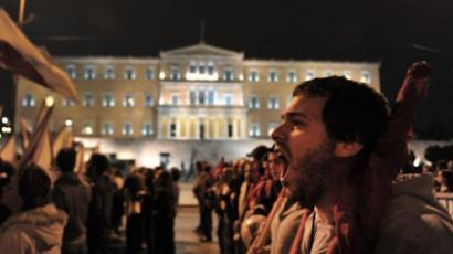 Pro-communist union protesters shout slogans in front of the Greek parliament during a demonstration in central Athens on November 10, 2011 (AFP Photo / Aris Messinis)