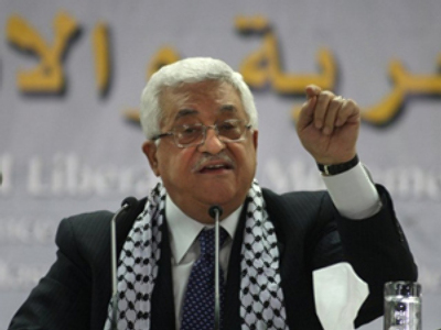 Palestinian president Mahmud Abbas delivers a speech during his Fatah party's first congress in 20 years on August 4, 2009 / AFP Photo / Abbas Monami