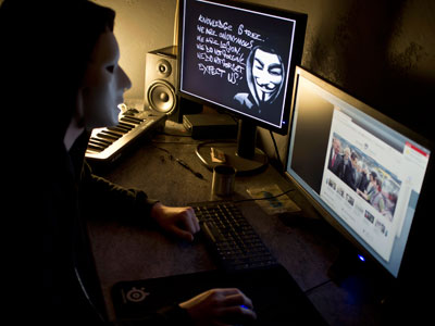 Anonymous FBI laptop hack nets 12 million Apple iOS users' data