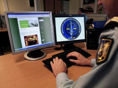 Facebook Backdoor Interception: FBI wants P2P and social media wiretap-friendly