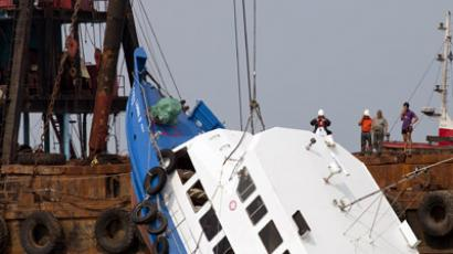 A sunken ferry is lifted out of the water after an accident off Hong Kong October 2, 2012. (Reuters/Tyrone Siu)