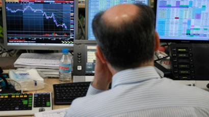 A trader looks at his screens during a bond auction on a trading floor in Madrid June 7, 2012 (Reuters / Andrea Comas)