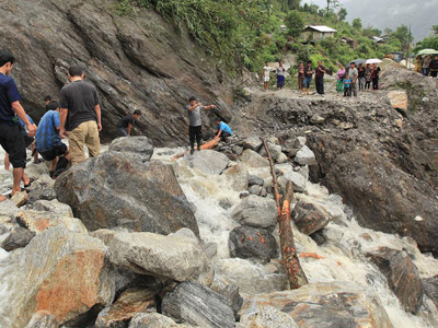 India floods and landslides kill 33, displace 1 million