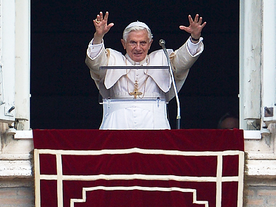 Pope Benedict XVI salutes from the window of his apartments owerlooking St. Peter's square during his Sunday Angelus prayer on June 24, 2012 at the Vatican (AFP Photo / Alberto Pizzoli)