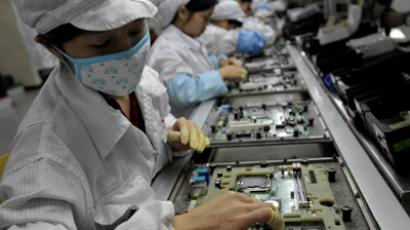 Chinese workers assemble electronic components at the Taiwanese technology giant Foxconn's factory in Shenzhen, in the southern Guangzhou province. (AFP Photo/China out)