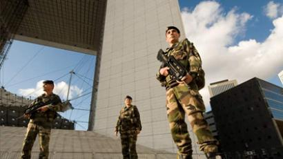 Troops patrolling streets in Paris (defense.gouv.fr)