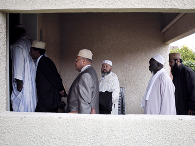 France to expel radical imams to tackle 'global Islamic jihad'