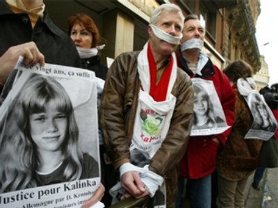 Andre Bamberski (C) and other protesters demanding trial on Dieter Krombach