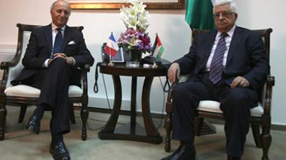 French Foreign Minister Laurent Fabius (L) meets with Palestinian president Mahmud Abbas on November 18, 2012. (AFP Photo / Abbas Momani)
