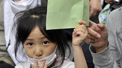 Japan, Tokyo: A girl holds her petition to ask the education ministry to protect children from radioactive contamination at Fukushima prefecture. (AFP Photo / Yoshikazu Tsuno)