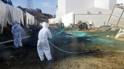 This handout picture, taken by Tokyo Electric Power Co (TEPCO) on April 1, 2011 shows workers spraying resin on the ground near the reactor buildings to protect the spread of radioactive substances at TEPCO's Fukushima Daiichi nuclear power plant at Okuma town in Fukushima prefecture (AFP Photo / HO / TEPCO Via Jiji Press)