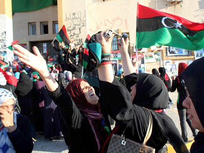 Libya, Bengjazi: Libyans celebrate in the eastern coastal city of Benghazi on October 20, 2011 following news of the capture and death of veteran strongman Moamer Kadhafi in his hometown Sirte. (AFP Photo / Abdullah Doma)