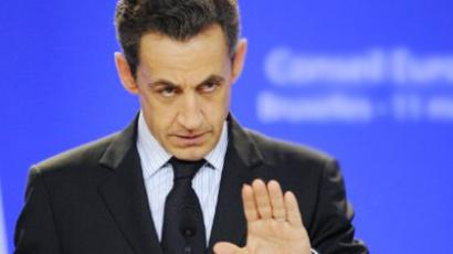 Libyan rebel leader shakes hands with Sarkozy