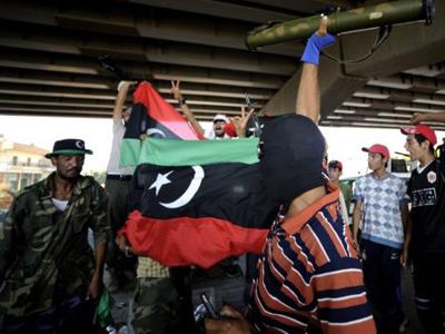Noose tightens around Gaddafi's Tripoli